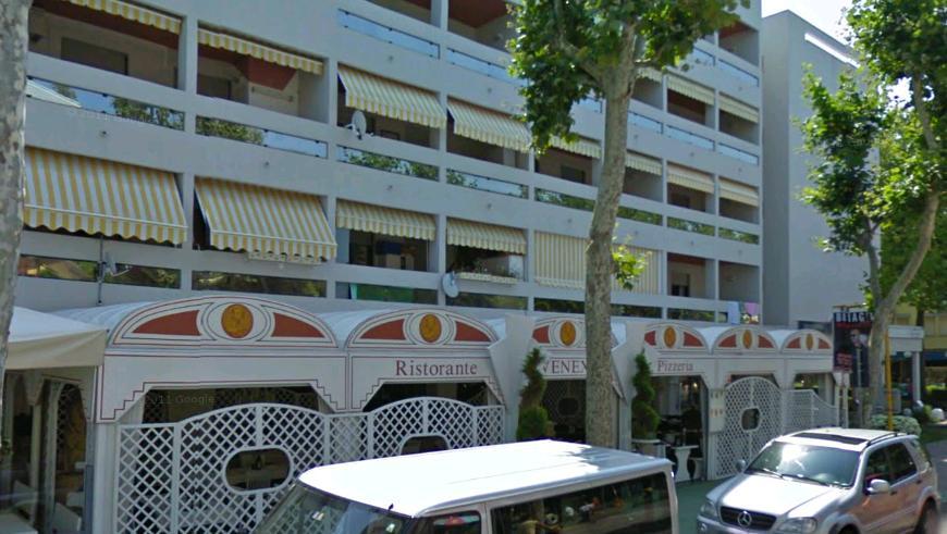 Condominio residence ferrari bibione appartamenti piscina4 for Appartamenti bibione